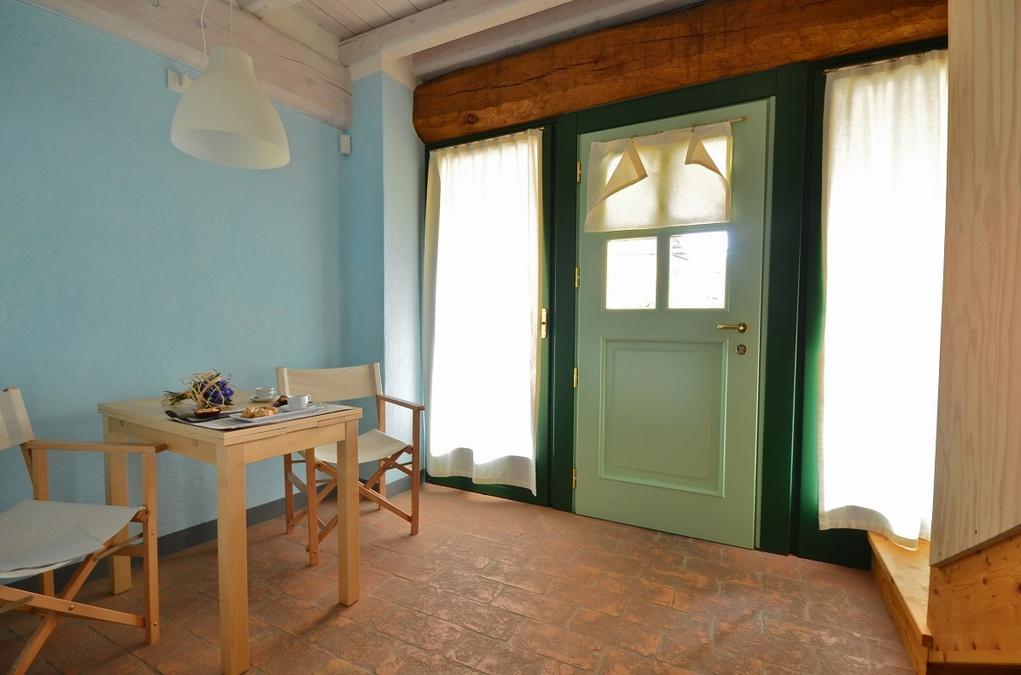 Camera lara con servizio di b b basso lago di garda a for Piani di casa con guest house indipendente